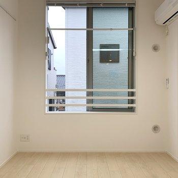 【Bedroom】大きな窓で風通りも◯