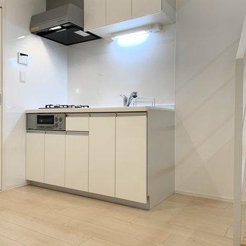 【DK】キッチンも大きく、隣に冷蔵庫を。