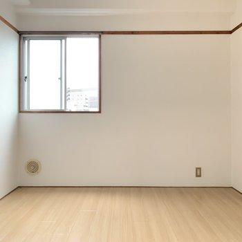 2面採光のお部屋です。お部屋に光が差し込みます。