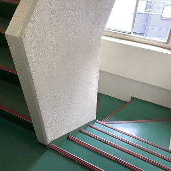お部屋までは階段ですよ〜!