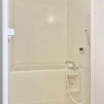 追い焚きと浴室乾燥機付きのお風呂。