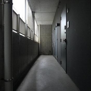 お部屋の前の共用部。これぞ静謐。