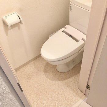 トイレはウォシュレット付き!(※写真は清掃前のものです)