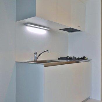 新調されたばかりのキッチン※写真は同タイプ別部屋