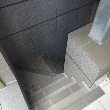エレベーターもあるけど、あえて階段で・・・♪