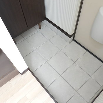 玄関は少し広めですが、靴箱が奥にあるのでスリッパがあると脱ぎ履きに便利そう。