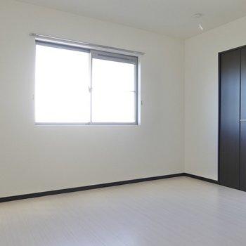 北側は7.2帖。作業スペースとしても、個人の部屋としても。