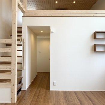 階段と窓と天井と。