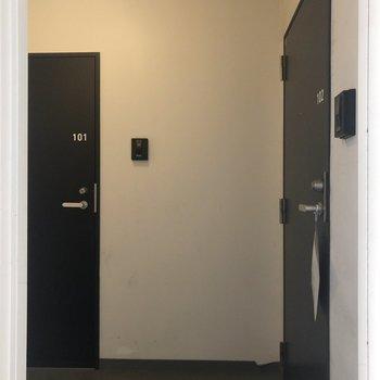 右の扉が今回のお部屋。