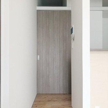 居間と廊下の間に引き扉があります。