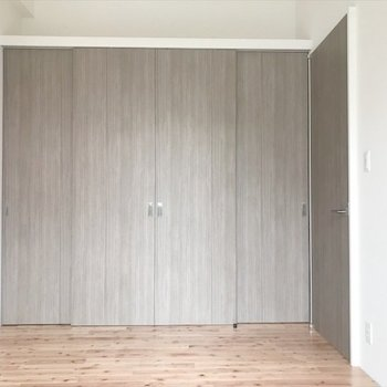 収納扉の色が良いですね〜