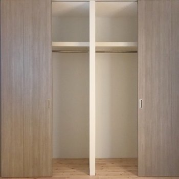 寝室のクローゼット。