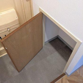 靴はこちらに。棚を入れると使いやすくなるかな。