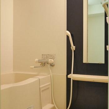 浴室乾燥機能つきです。(※写真は8階同間取り別部屋のものです)