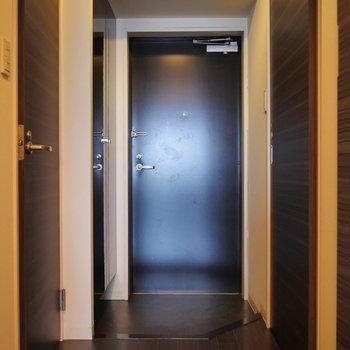 玄関部に各スペースがまとまっています。(※写真は8階同間取り別部屋のものです)