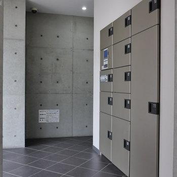 1階共用部には宅配ボックスあります。