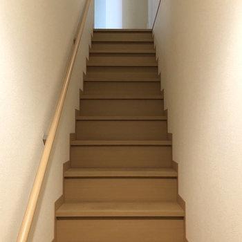 この階段を上ります〜!