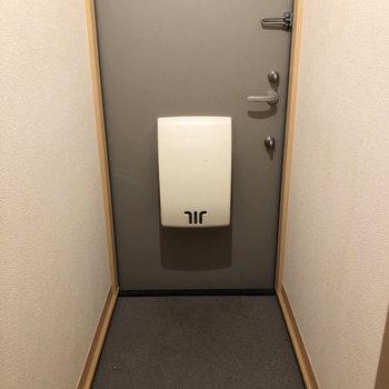 玄関はギュッとコンパクトに。