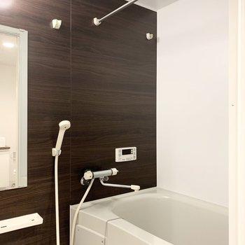 浴室は追焚き付き。