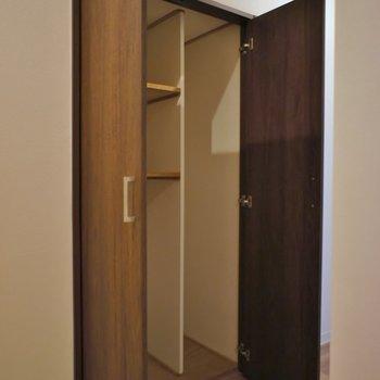 廊下にある収納スペース