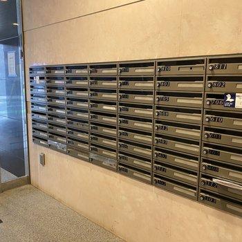 メールボックスもずら〜っと並びます。
