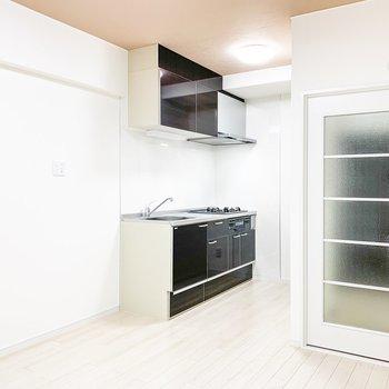 【DK】冷蔵庫はキッチンの隣に。
