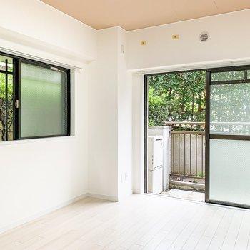 【洋室5.5帖】なんと、もう1つ窓があるんです!