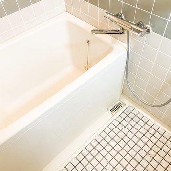 お風呂のタイルがいい味出してますね。