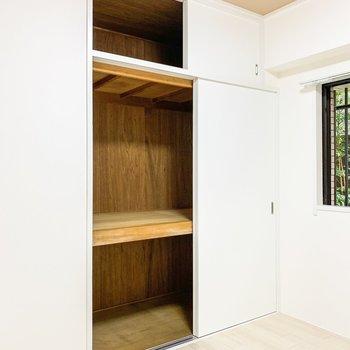 【洋室4.5帖②】スペースもしっかりありますね。