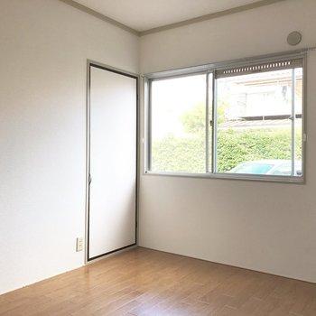 【洋室6帖】このお部屋の収納はこちら。