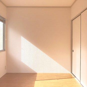 【洋室4.5帖】四角くてレイアウトがしやすそう。
