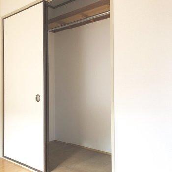 【洋室4.5帖】ラックなどを置いて更に収納率アップ。