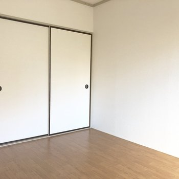 【洋室6帖】洋室に和なふすまの組み合わせが良い感じ。