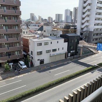 下を向けば1号線。大阪まで続きます。