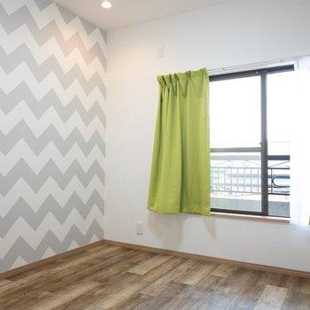 【洋室3】窓はシャッター付きで安心。