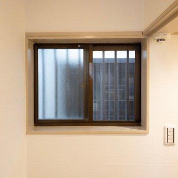 階段にも小窓がついてますよ〜