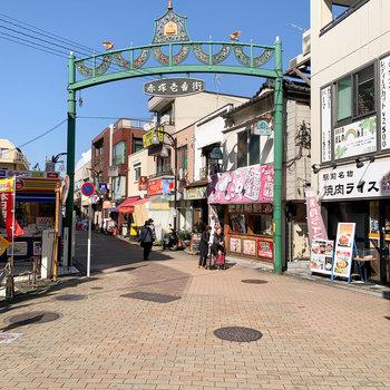 下赤塚駅北口、出てすぐのところに〈赤塚一番街〉という商店街がありました。