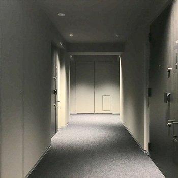 ホテルのような内廊下。