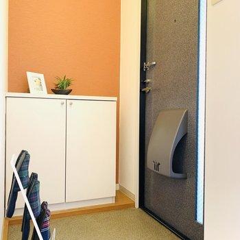 オレンジの壁がフレッシュでカワイイ(※写真は2階の反転間取り別部屋、モデルルームのものです)