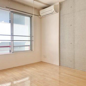 【洋室南側】エアコンが各部屋についていて嬉しいですね