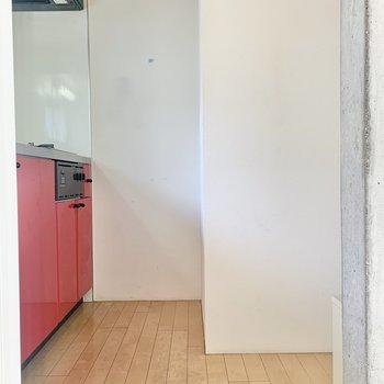 冷蔵庫は右に置けます