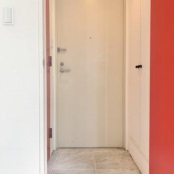玄関はフラットタイプです