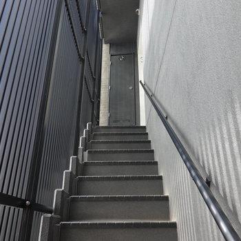お部屋は3階。階段ですが、トレーニングがてら頑張りましょう!