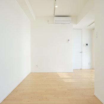 反対側から。明るい雰囲気がお部屋に溢れていて、そこにいるだけで気持ちが良い。