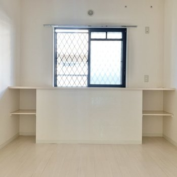 【洋室6.2帖】玄関側の洋室は寝室に。