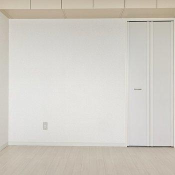 【洋室6.2帖】ベッドはダブルサイズが置けそう。
