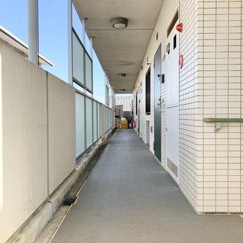 お部屋は階段すぐの角部屋。