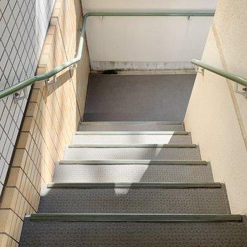 階段は段差多めです。