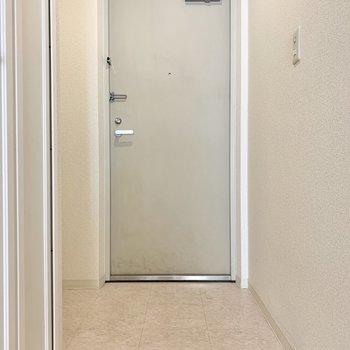 玄関は段差が少ないです。