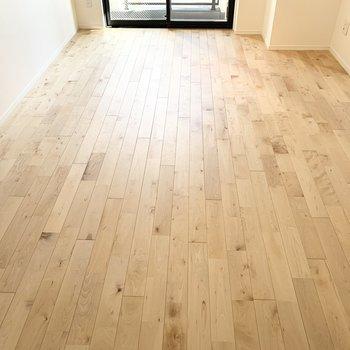 今度は視点を上げて。やっぱりこの床良いですね。
